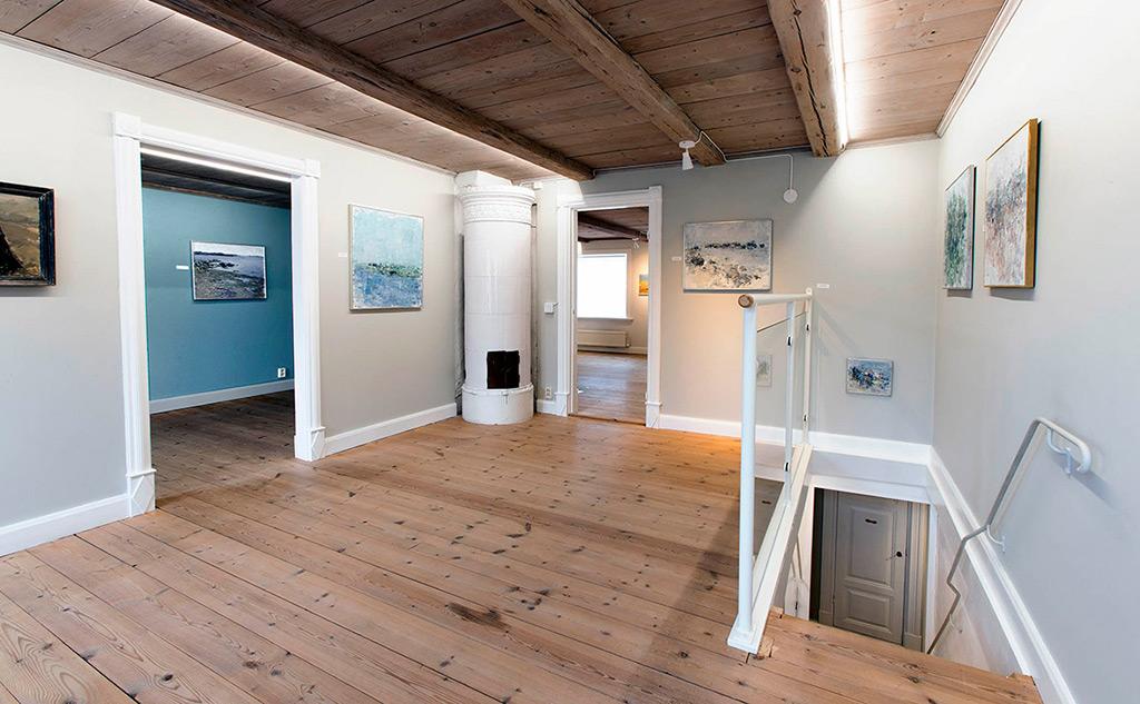 Utställningar Martinssonska Gården. Permanent visar vi Johnnys verk tillsammans med Per Serre, Thure Wahlström och Oskar Wickström, men även dessa föremål byts ut med jämna mellanrum.